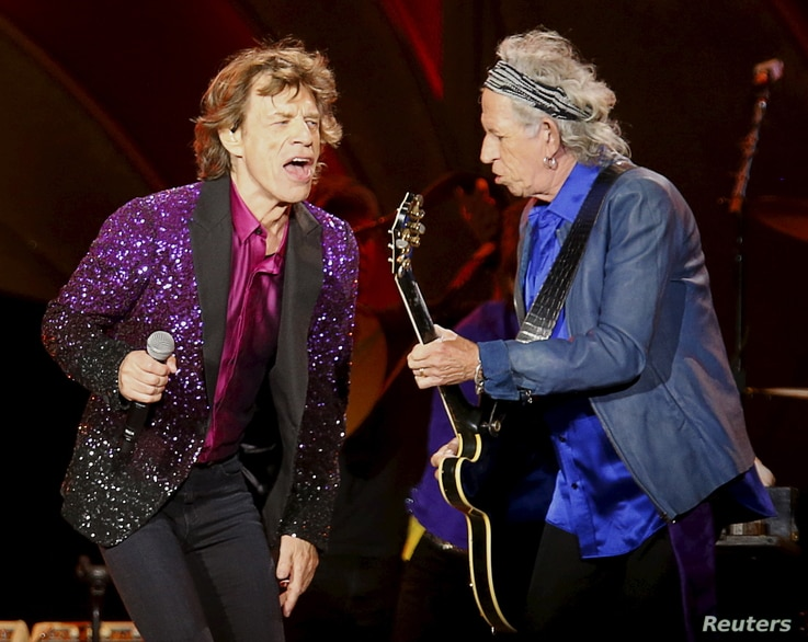 """British veteran rockers The Rolling Stones lead singer Mick Jagger sings next to band member Keith Richards, as they open their North American """"Zip Code"""" tour in San Diego, California, May 24, 2015."""