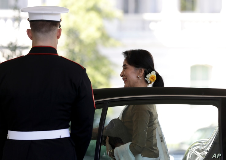Myanmar's leader Aung San Suu Kyi steps from her vehicle as she arrives at the West Wing of the White House in Washington, Sept. 14, 2016, for a meeting with President Barack Obama in the Oval Office.