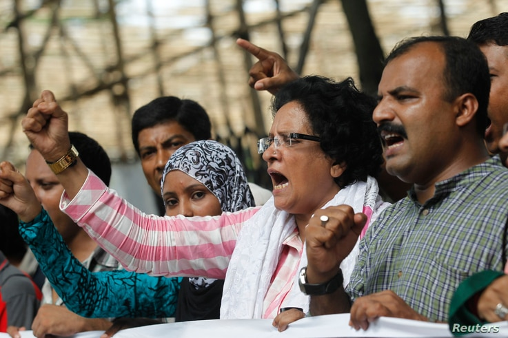 People shout slogans as they celebrate after hearing that Salauddin Quader Chowdhury was sentenced to death, Dhaka, Oct. 1, 2013.