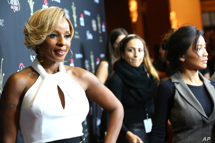 Mary J. Blige arrives at The Grove's 11th Annual Christmas Tree Lighting Spectacular Presented By Citi at The Grove on Nov. 17, 2013 in Los Angeles, California.