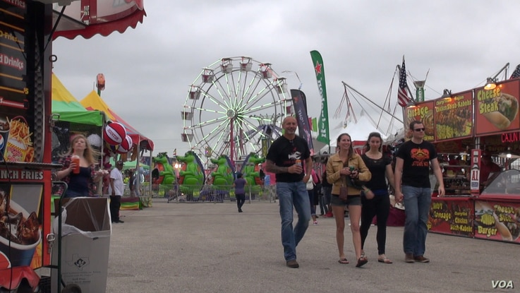 In spite of some light rain and gusty winds, hundreds of people came out for the crawfish festival, held at a racetrack in Brazoria County, Texas. (G. Flakus/VOA)