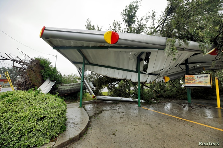 A fallen tree lies atop the crushed roof of a fast food restaurant after the arrival of Hurricane Florence in Wilmington, North Carolina, U.S., Sept. 14, 2018.