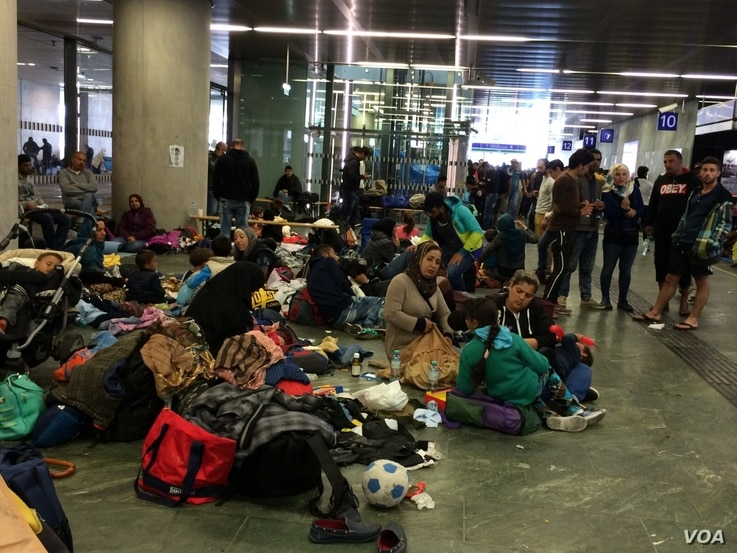 In basement of Vienna, Austria train station, families who either cannot afford tickets or don't have passports wait, hoping for rescue, Sept. 15, 2015. (Photo: H. Murdock /VOA)