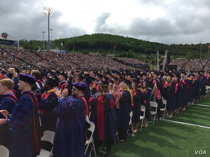 """Liberty University students cheer after hearing """"Land of the Free and Home of the Brave"""" at the Christian school's commencement ceremony in Lynchburg, Virginia, May 13, 2017. (C. Presutti/VOA)"""