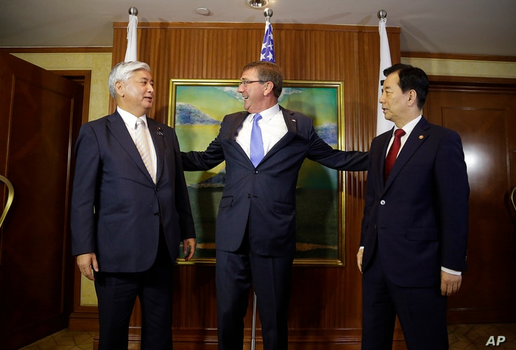 U.S. Defense Secretary Ash Carter, center, meets with Japan's Defense Minister Gen Nakatani, left, and South Korea's Defense Minister Han Min Koo during their trilateral meeting on the sidelines of the 15th International Institute for Strategic Studi...