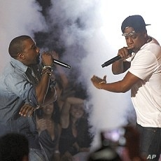 Singers Jay-Z (R) and Kanye West perform at the 2011 MTV Video Music Awards in Los Angeles, August 28, 2011.