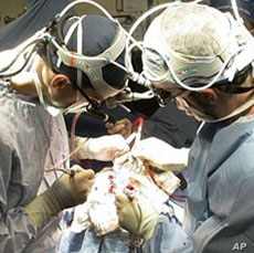 Doctors in the United States operate on the brain of a 2-year-old boy who suffers from epileptic seizures.
