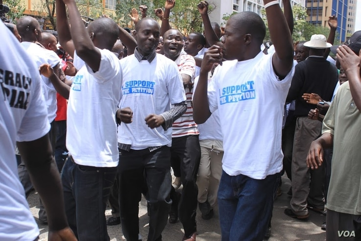 Protesters rally in the streets in downtown Nairobi on March 16, 2013 to support the petition filed by Prime Minister Raila Odinga challenging the results of the presidential election. (G. Joselow/VOA)