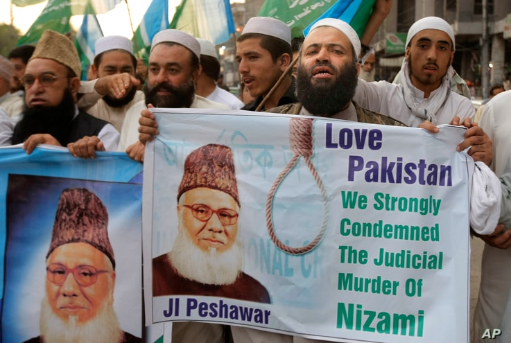 Pakistanis rally to condemn the execution of Bangladesh's Jamaat-e-Islami party chief Motiur Rahman Nizami, May 11, 2016, in Peshawar, Pakistan. Nizami was executed early Wednesday for crimes committed during Bangladesh's independence war against Pak...