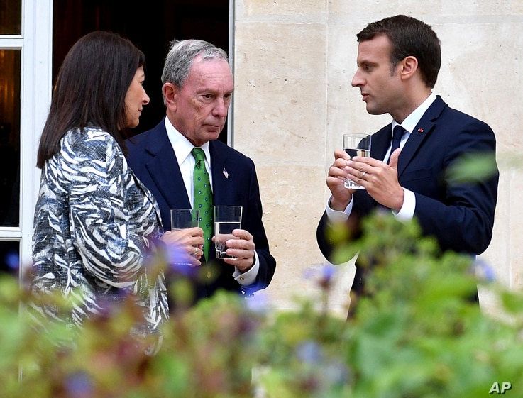 French President Emmanuel Macron, right, Paris Mayor Anne Hidalgo and former New York Mayor Michael Bloomberg talk during their meeting at the Elysee Palace in Paris, France, June 2, 2017.