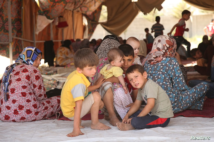 Iraqi Shiite Turkmen Families fleeing the violence in the Iraqi city of Tal Afar, west of Mosul arrive at Shangal, a town in Nineveh province, June 17, 2014.  The mainly Turkmen city of Tal Afar, west of Mosul, fell to Sunni militants late on Sunday,...