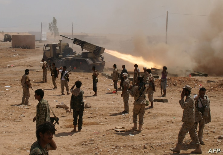 Yemeni soldiers stand near a rocket launching during a major offensive against Al-Qaeda in the Arabian Peninsula (AQAP) in the Maifaa region of Shabwa province on May 4, 2014.