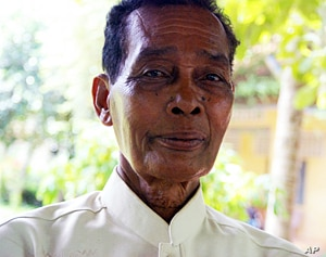 Acha Thun Sovath, the current leader of the temple, was a young monk at Wat Samruong Knong when the Khmer Rouge came in 1975. He says the learning centre is essential for the next generation to understand what happened.