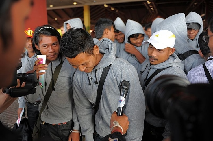 Cambodian trafficked fishermen return from Indonesia after being freed or escaping from slave-like conditions on Thai fishing vessels, talks to journalists at the Phnom Penh International airport, December 12, 2011. (AFP)