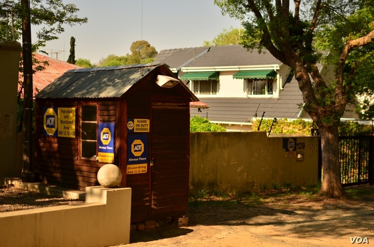 A security hut on a street in Parkhurst, Johannesburg, South Africa, October 2012. Many neighborhoods have a security guard posted on their street at all times. (P. Cox/VOA)