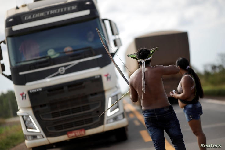 Indigenous people of the Nambikwara tribe block the BR-364 highway near Campo Novo do Parecis, Brazil, April 24, 2018.