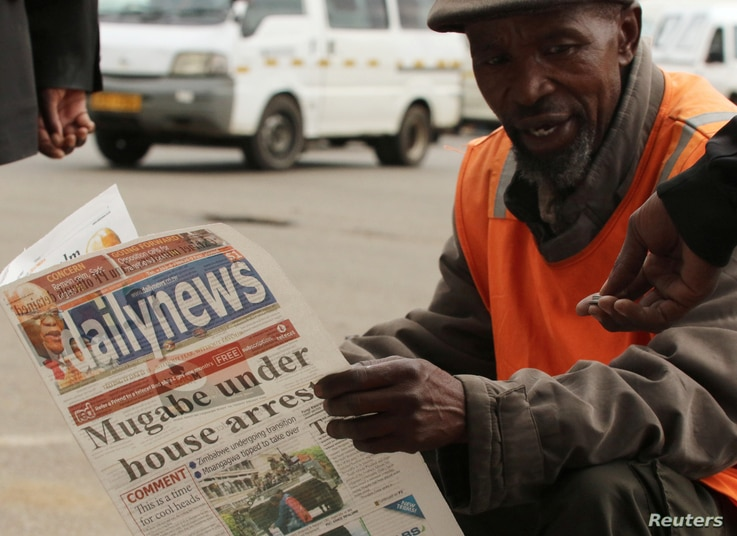 A street vendor reads a newspaper in central Harare, Zimbabwe, Nov. 16,2017.
