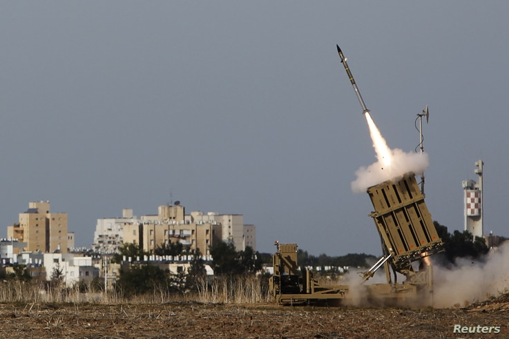 An Iron Dome launcher fires an interceptor rocket in the southern city of Ashdod, Israel, November 16, 2012.