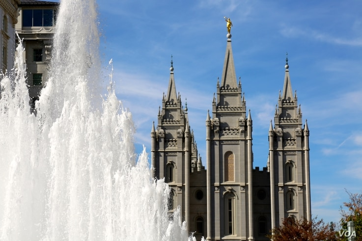 The Salt Lake Temple towers over Temple Square in downtown Salt Lake City, Utah, near the site of the headquarters of the Church of Jesus Christ of Latter-day Saints. Mormons make up 60 percent of Utah's population. Oct. 26, 2016. (R. Taylor/VOA)