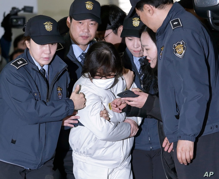 Choi Soon-sil, the jailed confidante of disgraced South Korean President Park Geun-hye, arrives for questioning into her suspected role in political scandal at the office of the independent counsel in Seoul, South Korea, Dec. 24, 2016.