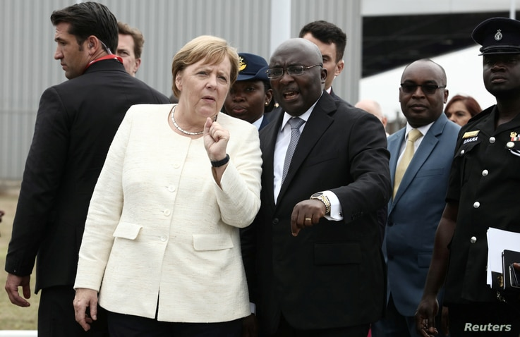 German Chancellor Angela Merkel is welcomed by Ghana's Vice President Bawumia at the Jubilee Airport in Accra, Ghana, Aug. 30, 2018.
