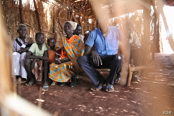 After queueing for soap, refugees in Yida camp gather in a straw hut to learn about basic sanitation and hand washing, in South Sudan's Upper Nile, August 2012. (VOA - H. McNeish)