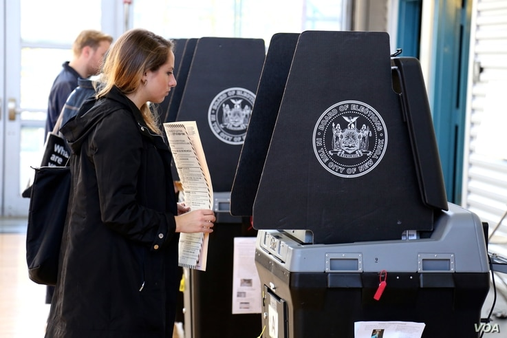 New Yorkers vote in presidential election, Nov. 8, 2016. (Photo: R. Taylor / VOA)