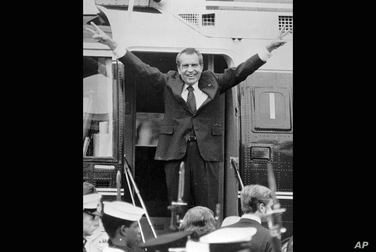 Richard Nixon says goodbye to members of his staff outside the White House