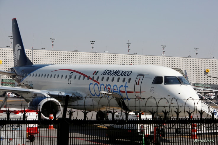 FILE PHOTO: An Embraer ERJ-190AR aeroplane of Aeromexico Connect, regional operator of Mexico's largest airline Aeromexico, is pictured at the airstrip at Benito Juarez international airport in Mexico City, Mexico, Nov. 28, 2017.