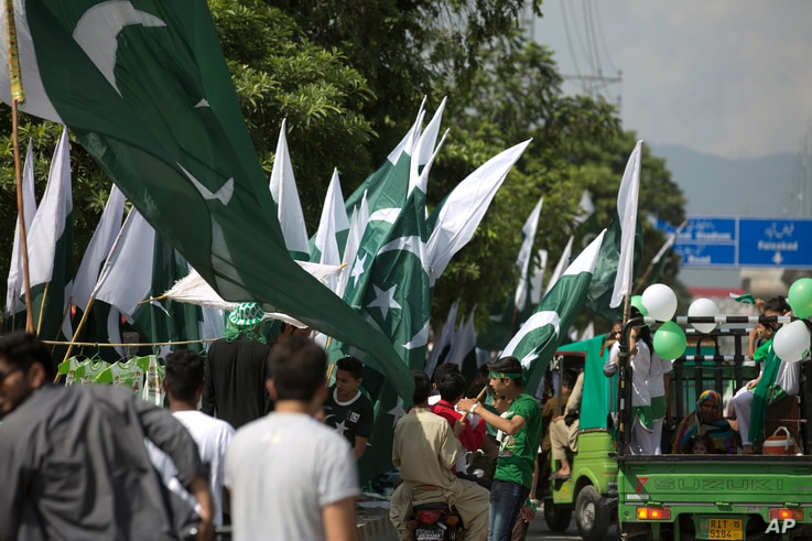 People buy Pakistani flags to celebrate the 70th Independence Day in Rawalpindi, Pakistan, Aug. 14, 2017. Pakistan gained its independence from British colonial rule in 1947.