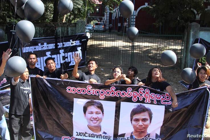 Journalists take part in a protest outside the court where Reuters journalists Wa Lone and Kyaw Soe Oo attend a hearing in Yangon, Myanmar, Jan. 10, 2018.