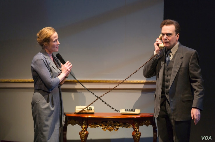 Jennifer Ehle and Jefferson Mays, as Mona Juul and Terje Rød-Larsen, in a scene from Oslo