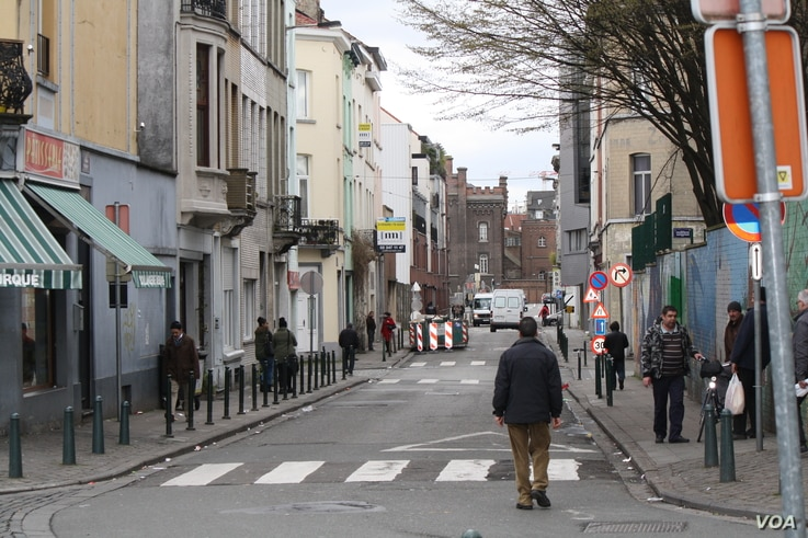 In the Molenbeek district in Brussels, locals say poverty and unemployment frustrates some young people, a small number of whom have become radicalized by extremists, March 25, 2016. (H.Murdock/VOA)