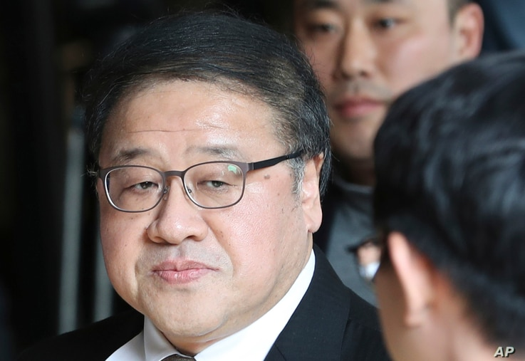 A former presidential secretary Ahn Jong-beom arrives for questioning at the Seoul Central District Prosecutors' Office in Seoul, South Korea, Nov. 2, 2016. South Korean prosecutors requested an arrest warrant for a longtime friend of President Park...