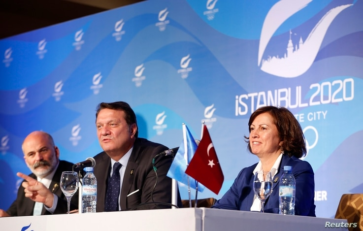 Hasan Arat, Bid Chairman and Vice President of the Turkish National Olympic Committee, Alp Berker (L), Director of Sport at Istanbul 2020, Nese Gundogan (R), Secretary General of Turkey's National Olympic Committee give a news conference in Buenos Ai...