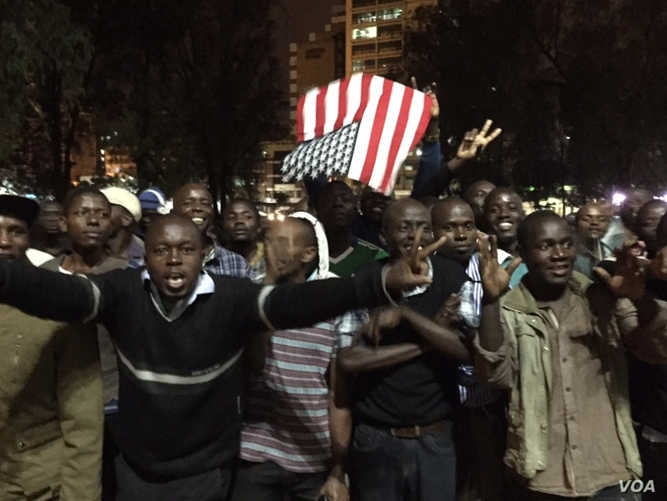Kenyans holding U.S. flag celebrate in the streets after hearing President Barack Obama has arrived in Nairobi, July 24, 2015. (Photo: Aru Pande / VOA)