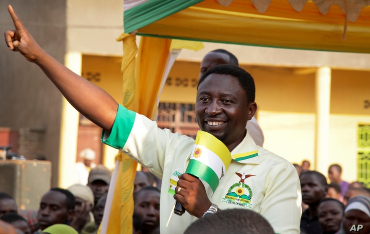 FILE - Presidential candidate Frank Habineza of the opposition Democratic Green Party gestures to supporters at an election campaign rally in Musanze District, Rwanda, July 28, 2017.
