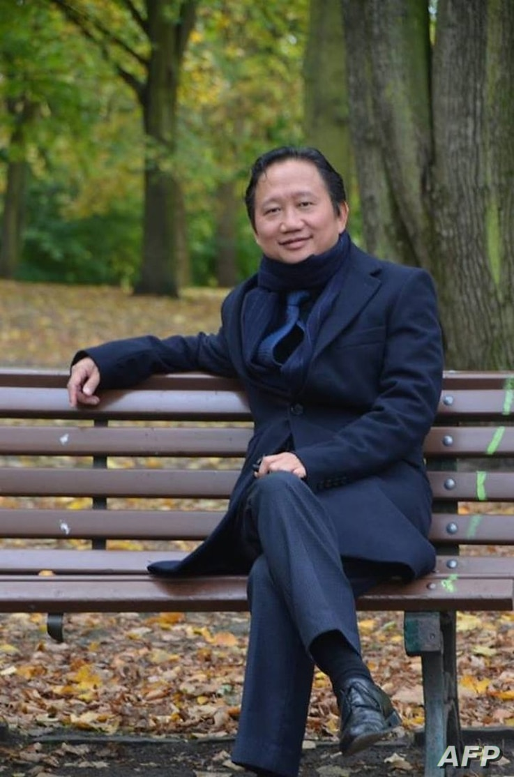 Vietnamese national Trinh Xuan Thanh sitting on a park bench in Berlin. Germany accused Hanoi, Aug. 2, 2017, of kidnapping Trinh Xuan Thanh, who was seeking asylum in Germany. Berlin furiously summoned Vietnam's ambassador and expelled one of the sou