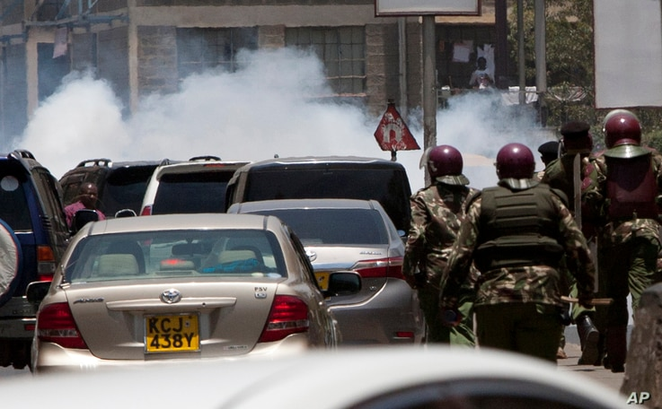 Nairobi motorists were caught unaware as riot police fired tear gas at the National Super Alliance (NASA) protesters as they marched to the IEBC - Independent Electoral and Boundaries Commission offices, in Nairobi, Kenya, Oct. 6, 2017.