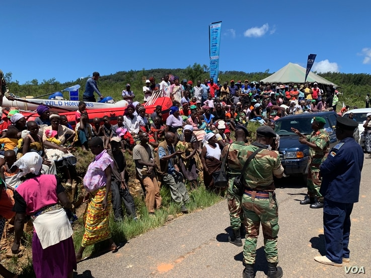 People in Chimanimani complain, March 22, 2019, to senior army officials in charge of a temporary camp set up after Cyclone Idai that food is not reaching them.