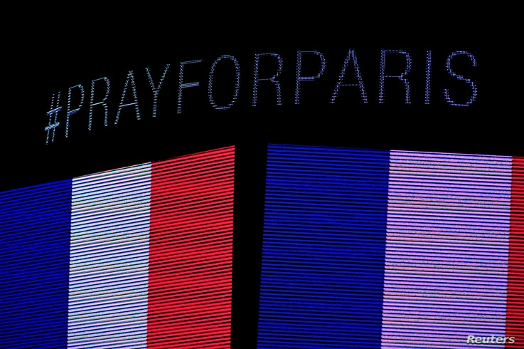 During a moment of silence a message on the scoreboard to honor the tragedy in Paris before the game between the Chicago Blackhawks and the Calgary Flames at the United Center in Chicago, Illinois, Nov. 15, 2015. (Credit: David Banks-USA TODAY Sports...