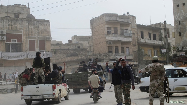 Free Syrian Army fighters head towards Al Fu'ah and Kefraya towns in northern Idlib, March 31, 2013.