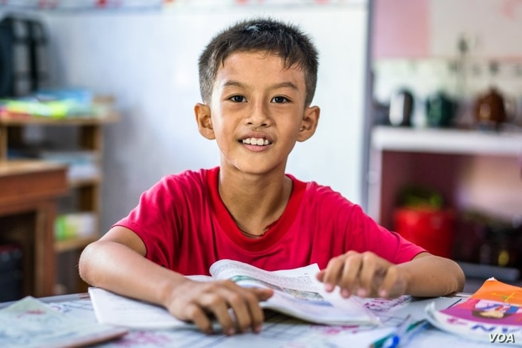 Nguyen Hoang Men, 9, studies in the home of a neighboring teacher during summer recess for his elementary school in Hoa Loi Commune, Tra Vinh Province, Vietnam, July 3, 2018. (©Gates Archive/Quinn Ryan Mattingly)