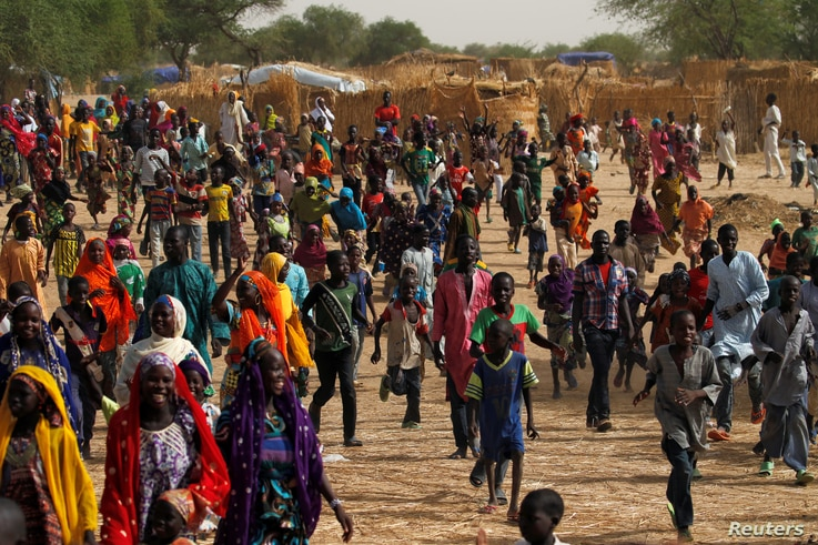Displaced people run as they celabrate the arrival of Niger's Interior Minister Mohamed Bazoum in a camp of the city of Diffa following attacks by Boko Haram fighters in the region of Diffa, Niger, June 18, 2016.