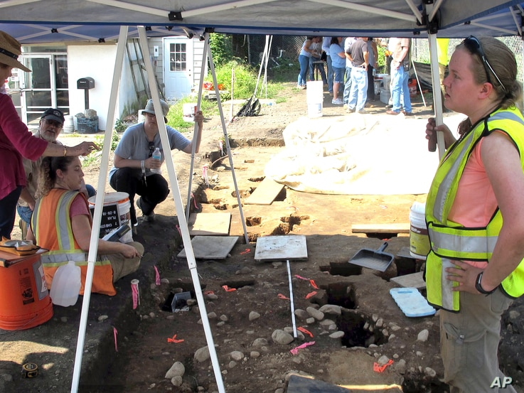 Archaeologists work at the site of a 1600's Native American fort in Norwalk, Conn., Aug. 28, 2018.