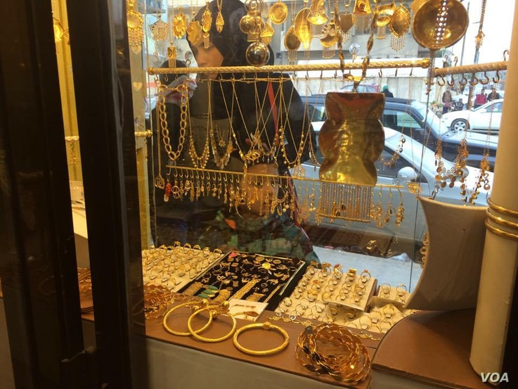 At a jewelry store in eastern Mosul, locals say there were more weddings during IS rule for security reasons, but fewer parties as the people grew increasingly poor, Feb. 5, 2017. (H. Murdock/VOA)