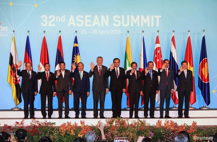 ASEAN leaders take a group photo ahead of the opening ceremony of the 32nd ASEAN Summit in Singapore, April 28, 2018.