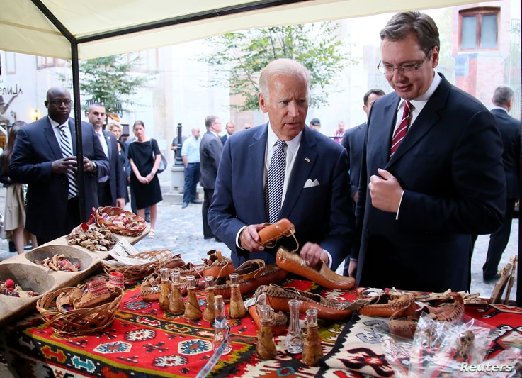 Serbia`s Prime Minister Aleksandar Vucic (R) and U.S. Vice President Joe Biden look on traditional handicraft during a sightseeing in Belgrade, Serbia, Aug. 16, 2016.
