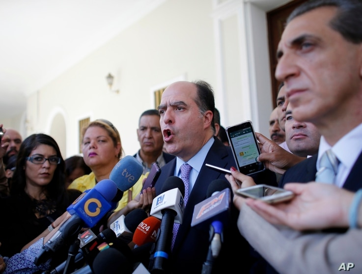Julio Borges, center, President of Venezuela's National Assembly, speaks during a news conference prior the start of a session of Congress in Caracas, Venezuela, Aug. 2, 2017.