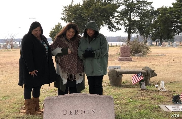 Gudrun Drofn Emilsdottir, right, sister Kimberly Linebarger, center, and newly-discovered cousin Shelby Frost visiting the Oklahoma cemetery where their ancestors are buried.